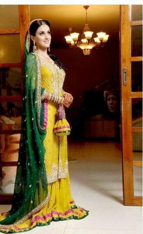 Bridal mehndi dresses 2018 for Pakistani wedding mehndi dresses