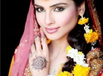Best Hairstyles For Mehndi Bride 001