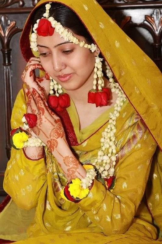 best hairstyles for mehndi bride
