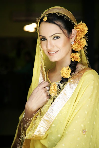 Mehndi Hairstyles Images : Best hairstyles for mehndi bride