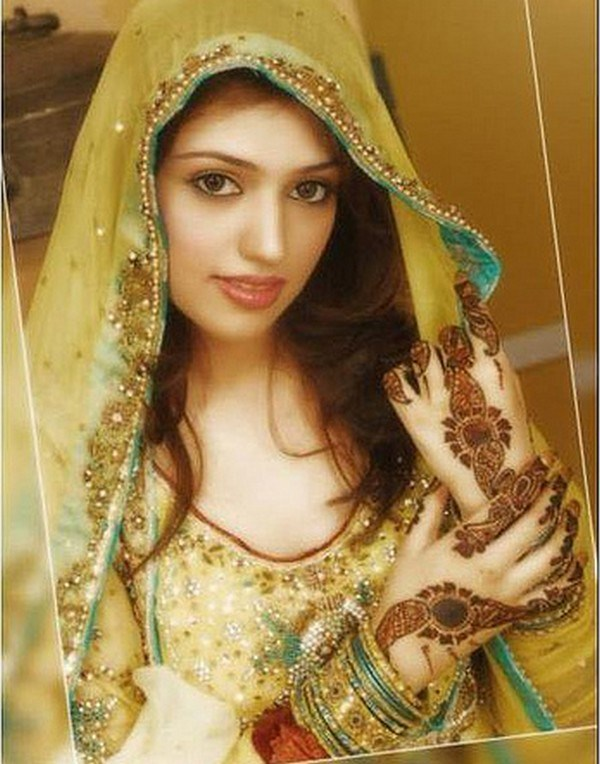 Mehndi Day Hairstyles : Best hairstyles for mehndi bride
