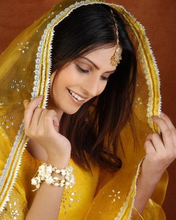 Mehndi Hairstyles Dailymotion : Mehndi function hairstyles