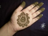 Simple Mehndi Designs For Kids 001
