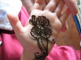 Simple Mehndi Designs For Kids 0010