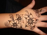 Simple Mehndi Designs For Kids 003
