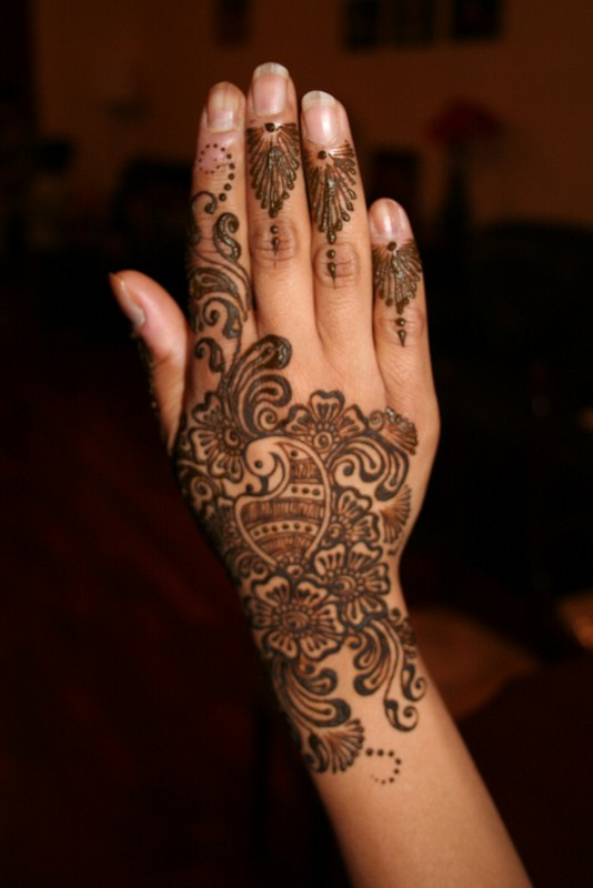 mehndi designs for back hand side. Black Bedroom Furniture Sets. Home Design Ideas