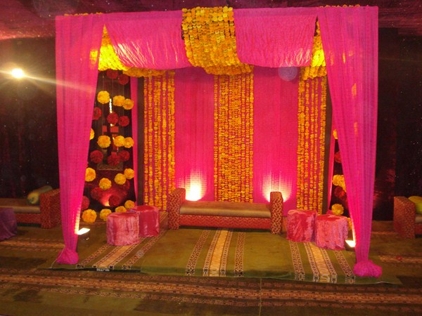 Mehndi function decoration ideas at home for Simple diwali home decorations