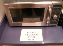 How To Clean The Microwave Easily 001