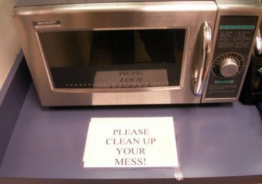 How To Clean The Microwave Easily