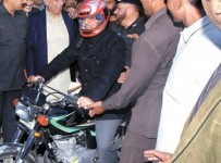 Shahbaz Sharif Distribute Free 'Helmet For All' Scheme 001