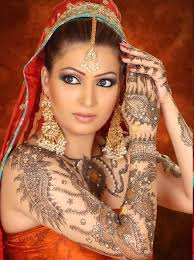 Beautiful Mehndi Designs 2013 for Brides Hands and Legs