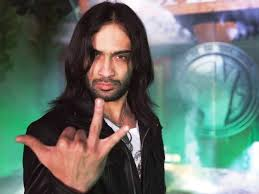 VJ Waqar Zaka Scandals in Program Living on the Edge