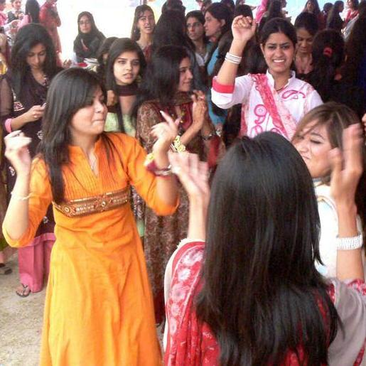Vulgarity in Pakistani Colleges