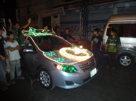 How to decorate a car with flag of pakistan on 14 august for Auto decoration in pakistan