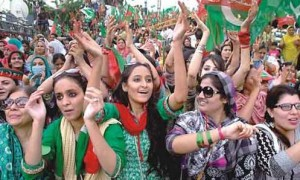 PTI Azadi Long March girls Pics Dharna Vulgar Girls Picture