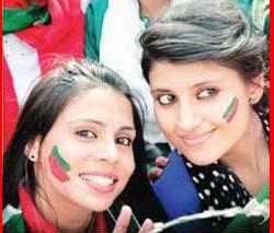 PTI Sargodha Jalsa Girls Pictures Imran Khan Speech