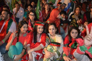 PTI Larkana Jalsa Girls Pictures 21 November 2014