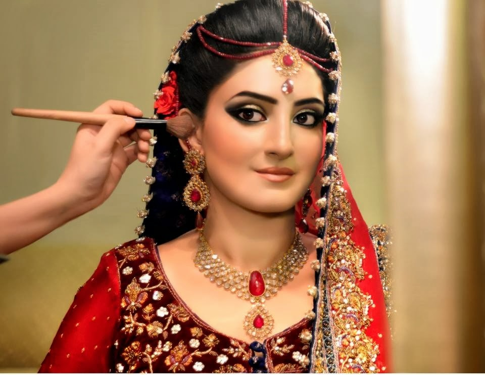 Pics Of Simple Bridal Makeup : Pakistan Bridal Makeup Pictures 2015 and Ideas
