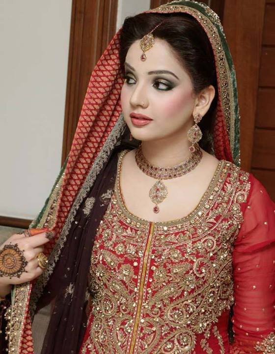 Ideal Bridal Makeup : Pakistani Bridal Makeup Pictures 2017