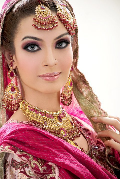 Bridal Makeup Pics Latest : Pakistani Bridal Makeup 2015 in Urdu Video dailymotion
