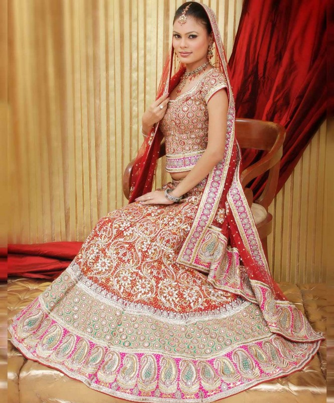 Latest Wedding Gowns 2015: Latest Colours Combination Of Wedding Dresses Of Pakistani