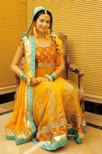 yellow dresses for mehndi