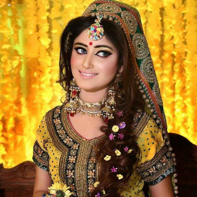 Mehndi Hairstyles 2018 : Mehndi dress pakistani new style