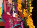 dresses for mehndi function