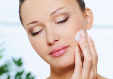 Skin Care Tips for Oily Skin in Summer in Urdu