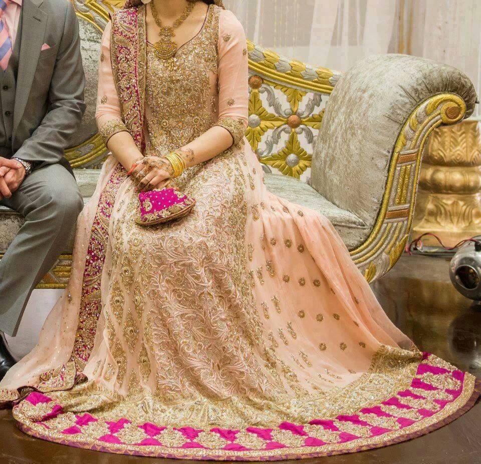 Latest Pakistani Bridal Wedding Dresses 2018 Pics For Brides-7613