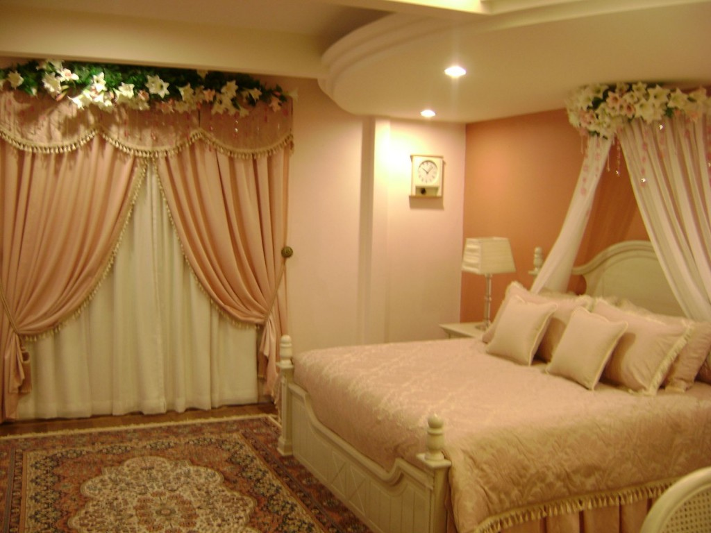 How to decorate a bedroom for romantic first wedding night for Bed decoration
