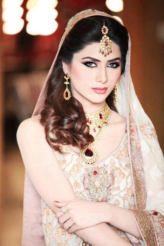 Pakistani Bridal Hairstyle 2018 For Mehndi Barat Walima