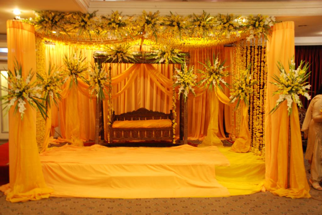 Mehndi Decoration Hall : Mehndi stage decoration pics pakistani ideas