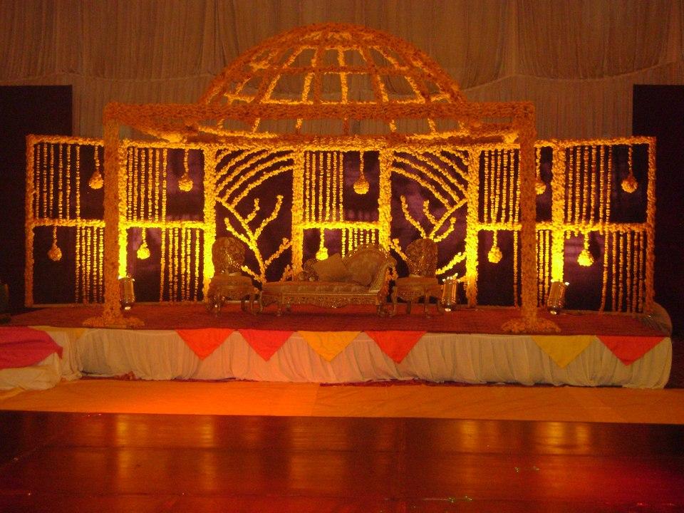 Mehndi stage decoration 2018 pics pakistani ideas for Decoration 2017
